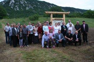A Pálos tartományfőnök atya megáldotta a kesztölci gyógynövénykertet