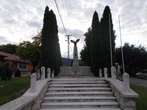Makovics János: Hősök emlékműve