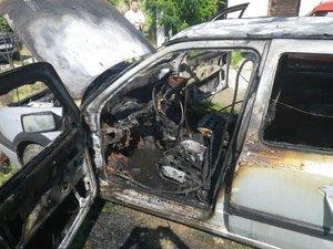 Kiégett egy autó Kesztölcön a Dózsa utcában