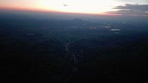 Naplemente 790 méterről: siklóernyővel Kesztölc felett