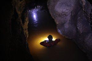 Barlangászok a tokodi vizes barlangban