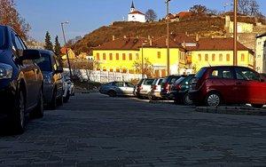 Ingyenes lehet a parkolás Esztergomban