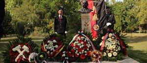 Dr. Schmidt Sándor emlékére emeltek szobrot