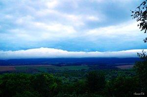 Felhők súrolta hegyek