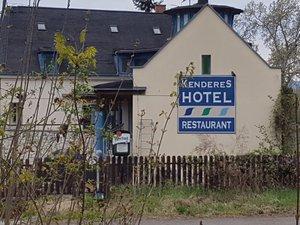 Kenderes Hotel, Zebegény