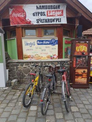 Hamburgeres a bringaút mellett Nagymaroson
