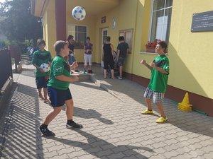 A rendezvény a kesztölci ifi focisták bemutatójával kezdődött.
