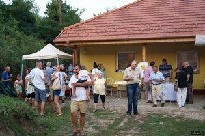 ÍHering Csabi grillkolbásszal, az Ízörzők csapata krumplibabával készült