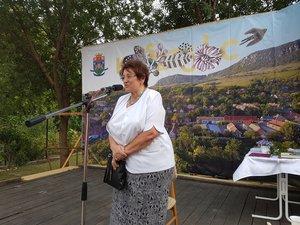 Nagy Mária, korábbi csévi polgármester az Országos Szlovák Önkormányzat nevében méltatta a kesztölci népdalgyűjtést