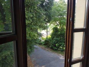 Kilátás a templom ablakából