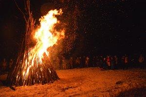 A kesztölci lángokat Leányváron, Cséven is látták.