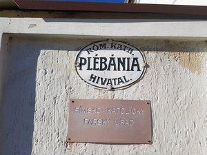 A Plébánia táblája