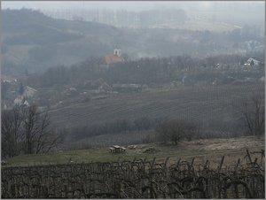 A templom és a falu a Fekete-hegy oldaláról