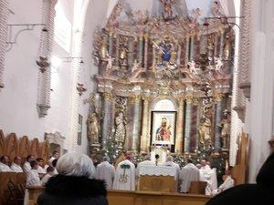 A bazilika oltára, középen a Csodatevő Szűz Mária képével