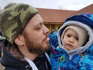 Selmeczi Attila kisbabájukkal