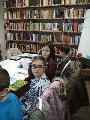 Másodikosaink beleszerettek a könyvtárba