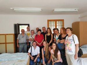 A család meglátogatta a ma turistaszállóként működő Erdészházat.