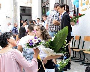 Gyönyörű virágokkal köszöntötték a szülők a ballagókat