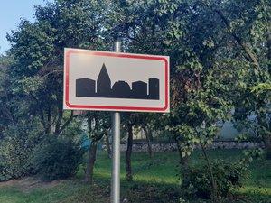 Új táblákat helyeztek ki a Klastromi útra. Gábor a külterületeket is végigjárja naponta, idén még nem jeleztek terménylopást.