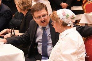 Popovics György a bál főszervezőjével, Radovics Istvánnéval beszélget