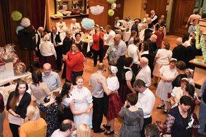 A vendégek a Mosoly zenekar első taktusaira táncra perdültek